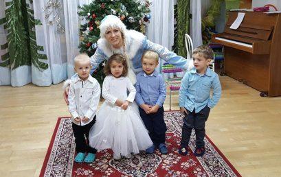 Новогодний праздник в младшей группе детского сада