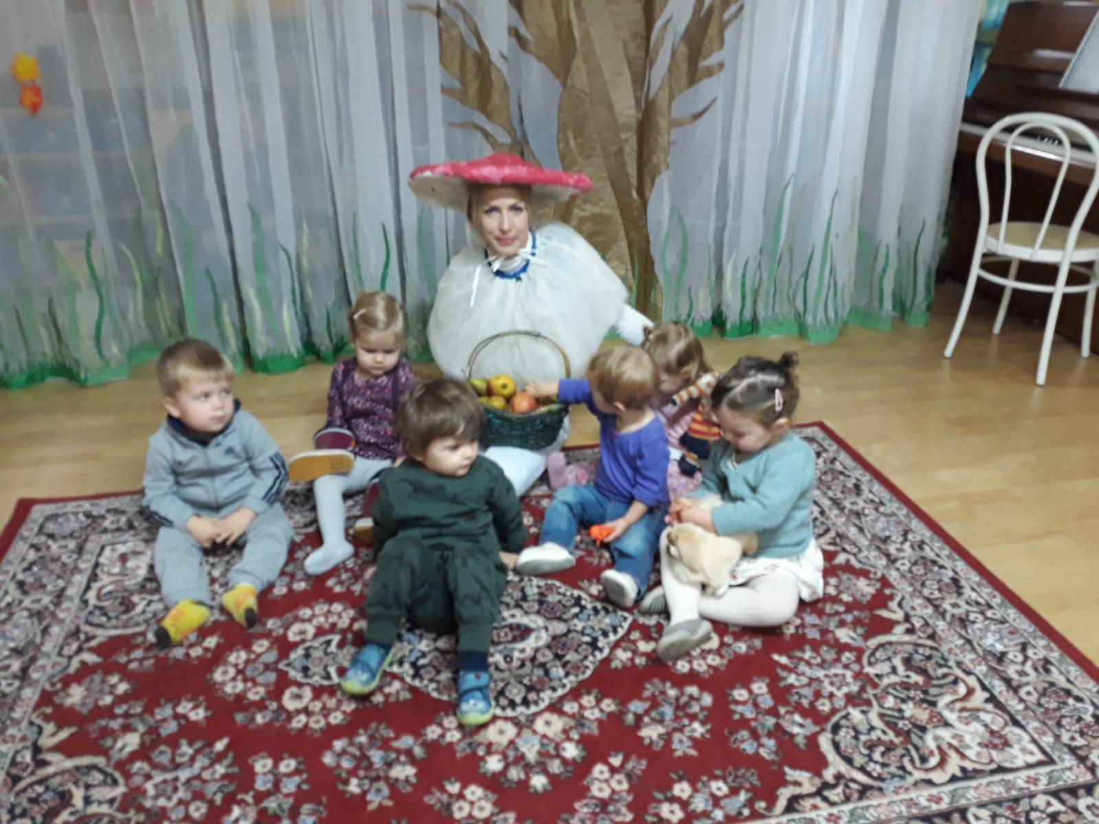 Праздник осени в младшей группе детского сада, октябрь 2018