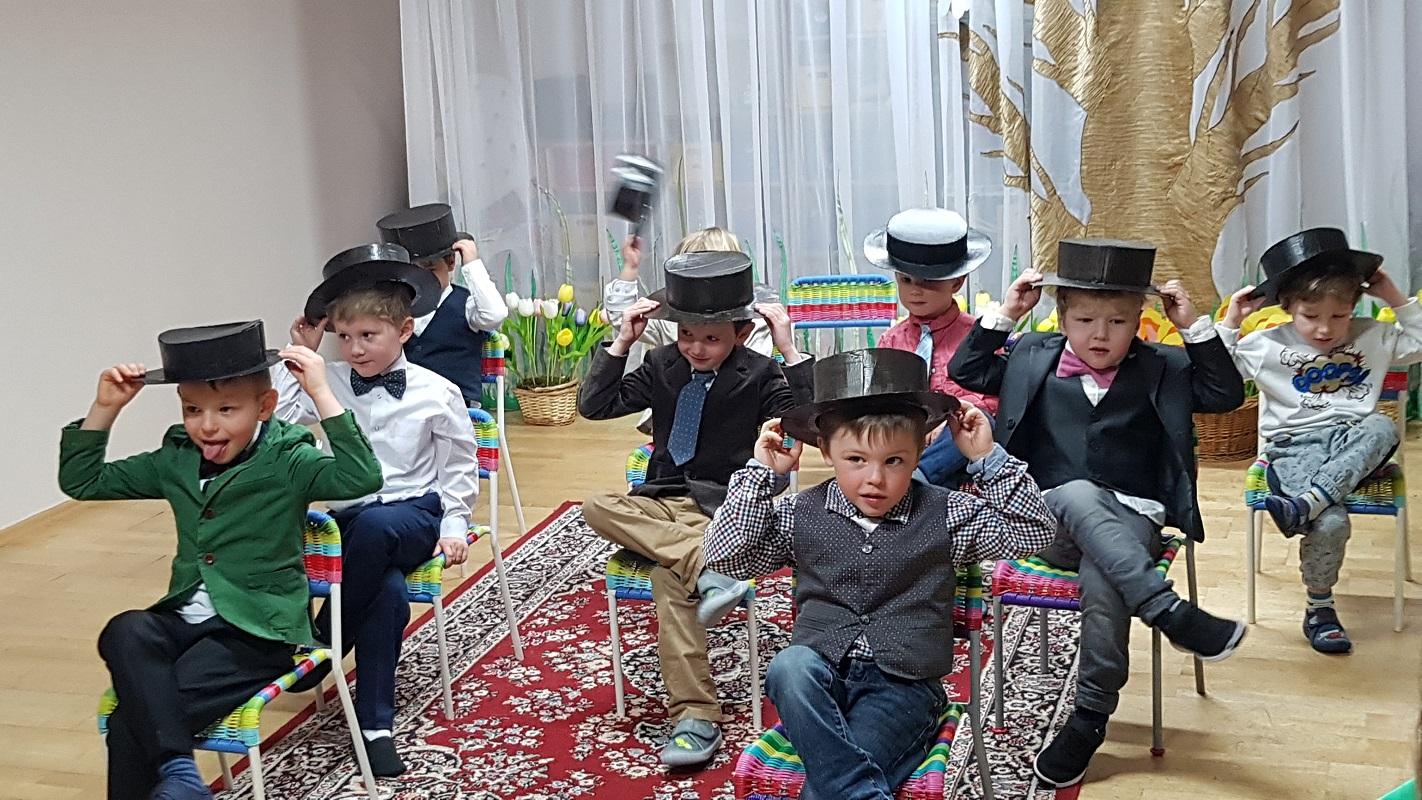 Весенний праздник в старшей группе детского сада, март 2019